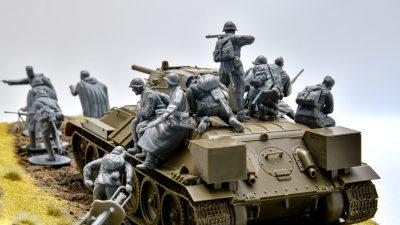 やっぱり戦車!「100人乗っても大丈夫」!ソビエト戦車プラモ最高の遊び方。
