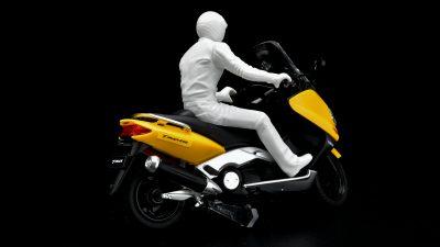 刺身がヨシ!タミヤの黄色いスクーターで「バイクプラモデビュー」じゃ!! /ヤマハ TMAX