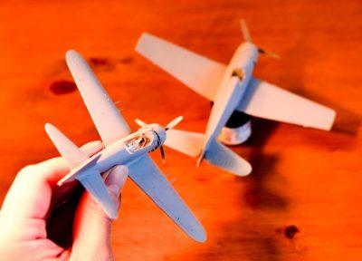 ふたつの戦闘機プラモで楽しむ「ユニフォーム交換」の儀式。