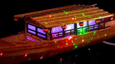 超テンション!屋形船のプラモデルで「パリピがブチ上がっている様子」を作る。