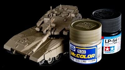 塗料の言いなりになって戦車のプラモデルを塗ってみる。