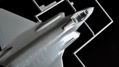 花金だ!仕事帰りに買うプラモ。ハセガワの「F-35A」は爆速で最新鋭ステルス戦闘機を楽しめます!