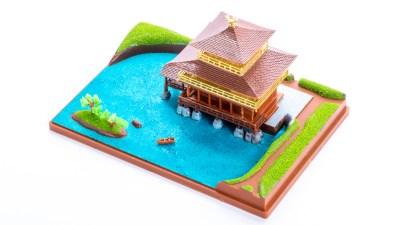 プラモデルの金閣寺をマッキーで塗って完成。フェニックス、小舟、自撮り。