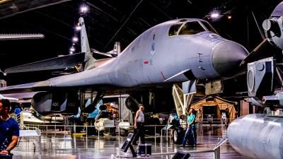 爆撃機のプラモを作ろう/SA最新号で見る「飛行機模型の表現」とその広がり。