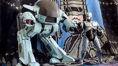 80年代SF人間、感涙のデカさと組み心地! 「モデロイド ED-209」はサクッと組んでガンガン遊べ!!