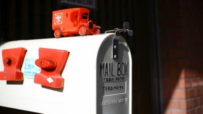 「郵便の気分」の正体は、赤い車のプラモが受け止めてくれた。