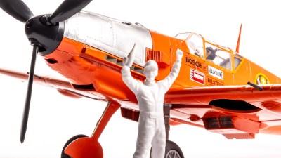 伝説の巨大な飛行機プラモを一気呵成に完成へと導いた、オレンジ色の守護聖人。
