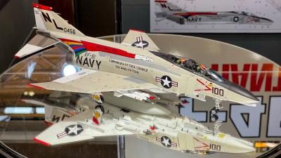 「絶対に作ってほしいから、デカールは減らしておきました」という英断。/タミヤ 1/48 F-4B ファントムII