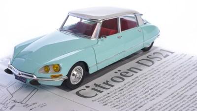 プラモデルを説明する言葉。優雅なカーモデル「EBBRO 1/24 シトロエンDS21」を組み立てる。