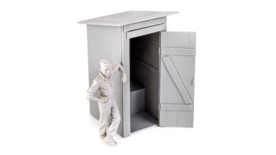 戦場でも避けては通れない……/トイレのプラモデル from ウクライナ。