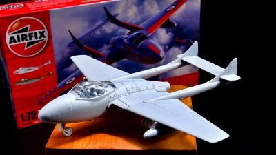 アニキとサイドバイサイド! 組み立てもワンダーな激アツ飛行機プラモ「エアフィックス デ・ハビランド ヴァンパイア」