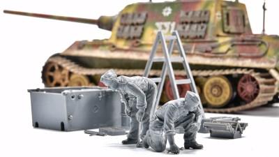 ピックアップ・タミヤMMフィギュア! ドイツ重戦車に欠かせない頼れるアニキ!「ドイツ戦車兵エンジン整備セット」