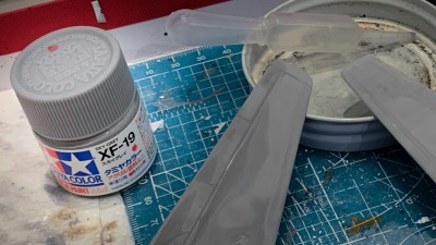 この色に惚れてジェット機のプラモを塗る/タミヤアクリル「XF-19スカイグレイ」