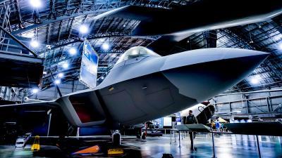 ジェット戦闘機プラモの真髄、ハセガワ 1/48 ラプターの「偶発的なおもてなし」がすべての人を笑顔にする理由。
