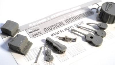 ハイ・ファイな楽器のプラモはいかが? ミニアート 1/35 楽器セットが奏でるパワーを聴いた話。