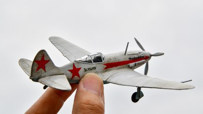 ちょっと昔の異国のプラモとのエキサイティングな対話。「ズベズダ ソビエト戦闘機 Mig-3」。