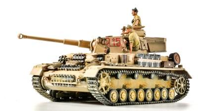 5体のフィギュアを一気塗り! お手軽に雰囲気アニキを量産だ。/アフリカと俺 2021 「タミヤ ドイツIV号戦車G型初期生産車」