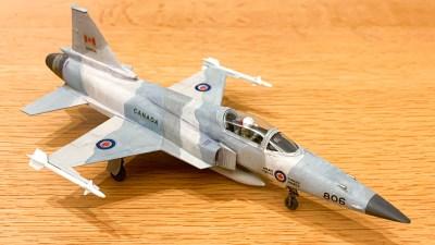 そんなこともあろうかと取っておく「余りデカール」で飛行機模型は自由に空を飛ぶ。