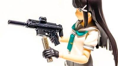 マーカーで弾倉のペイントを簡単攻略。あなたのフィギュアも射撃用意OKだ!