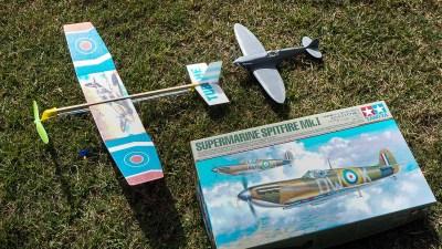 ゴム動力飛行機模型で遊んだ記憶が「タミヤ 1/48 スピットファイア」のプラモへと着陸した日。